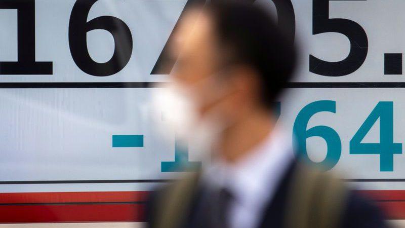 Asian stocks stumble on fears of second coronavirus wave, oil up